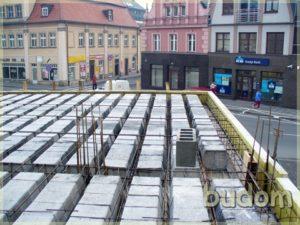 kamienica podczas budowy