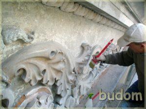 renowacja płaskorzeźb nagzymsie