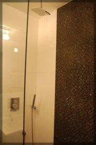 nowoczesne wykończenie kabiny prysznicowej