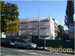 budynek tworzony przez firme budom