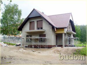 budynek mieszkalny podczas prac wykończeniowych