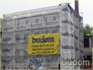 rusztowania firmy budom firma budowlana podczas prac nabudynku
