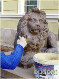 renowacja rzeźby lwa