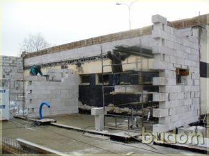 prace budowlane naścianach budynku