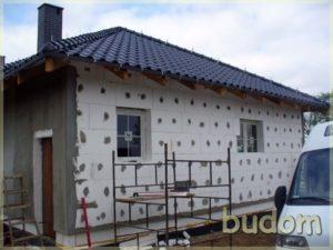montaż izolacji naścianie nowego budynku
