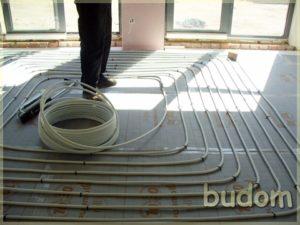 montaż ogrzewania podłogowego wnowoczesnym pensjonacie
