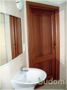 łazienka ześcianą zlustrami izumywalkami