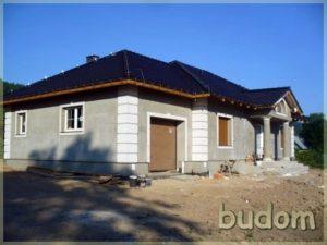 budynek podczas prac wykończeniowych - widok nagaraż