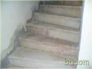 kręte schody tuż pomontażu