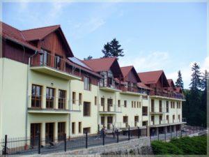 nowoczesne budynki zbalkonami