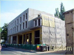 budynek wtrakcie prac wykończeniowych