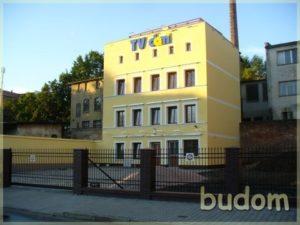 budynek TV dami nasłoneczniony