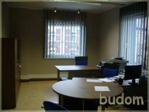urządzone biuro zdwoma miejscami dopracy