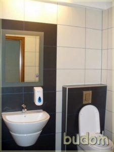 minimalistycznie wykończona łazienka