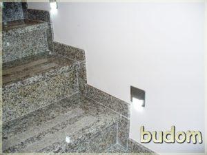 schody marmurowe podświetlane świetlikami