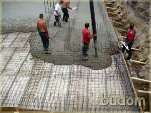 wylewanie betonu nazbrojenia fundamentów
