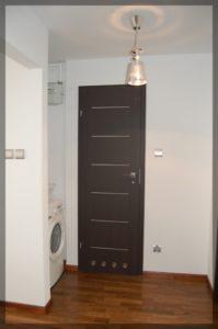 drzwi wpomieszczeniu