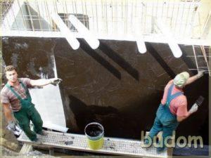 robotnicy podczas prac przy fundamentach nowego budynku