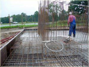 wylewanie betonu naplacu budowy