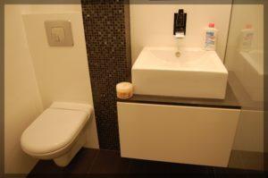 umywalka wnowoczesnym kształcie weleganckiej łazience